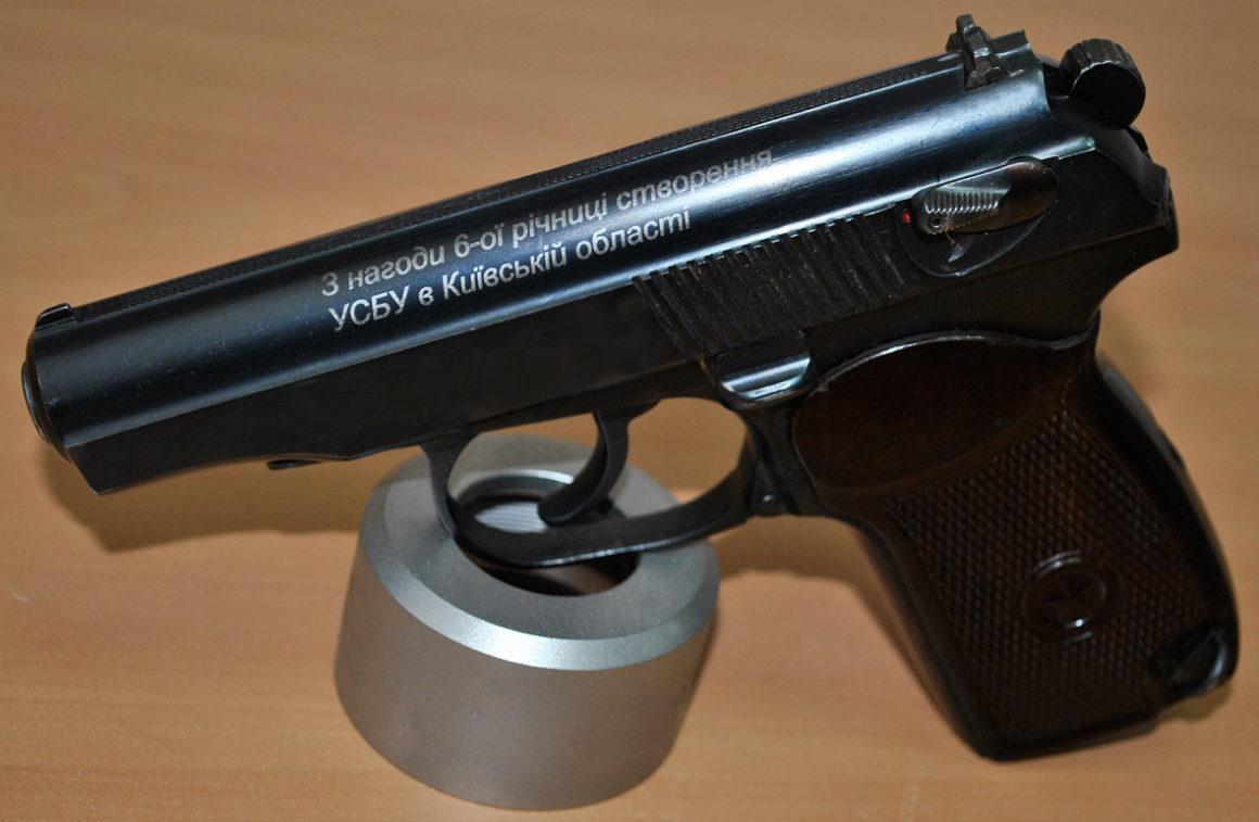 гравировка на пистолете 1