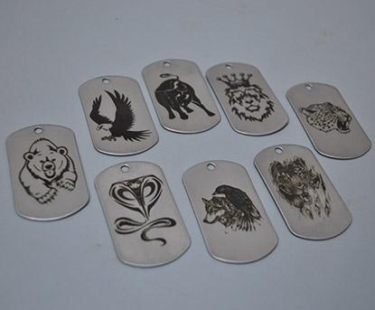 гравировка животных на жетоне